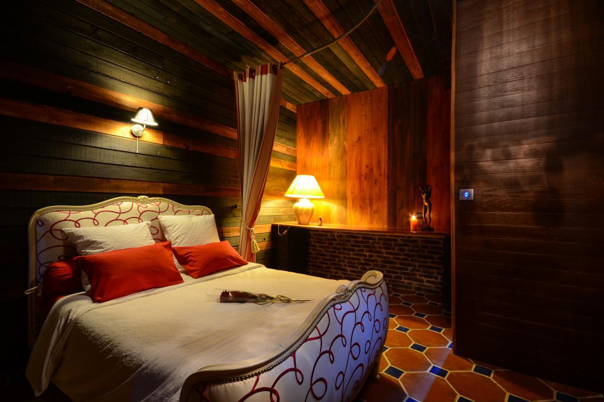 Louer loft romantique lille avec jacuzzi hammam for Photo chambre romantique