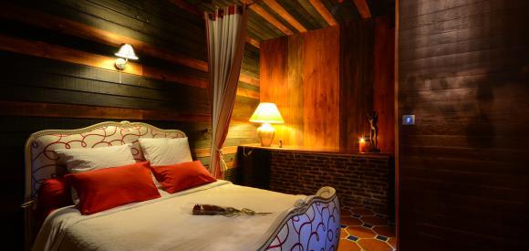 Chambre romantique avec jacuzzi, hammam, cheminée et billard, Lille