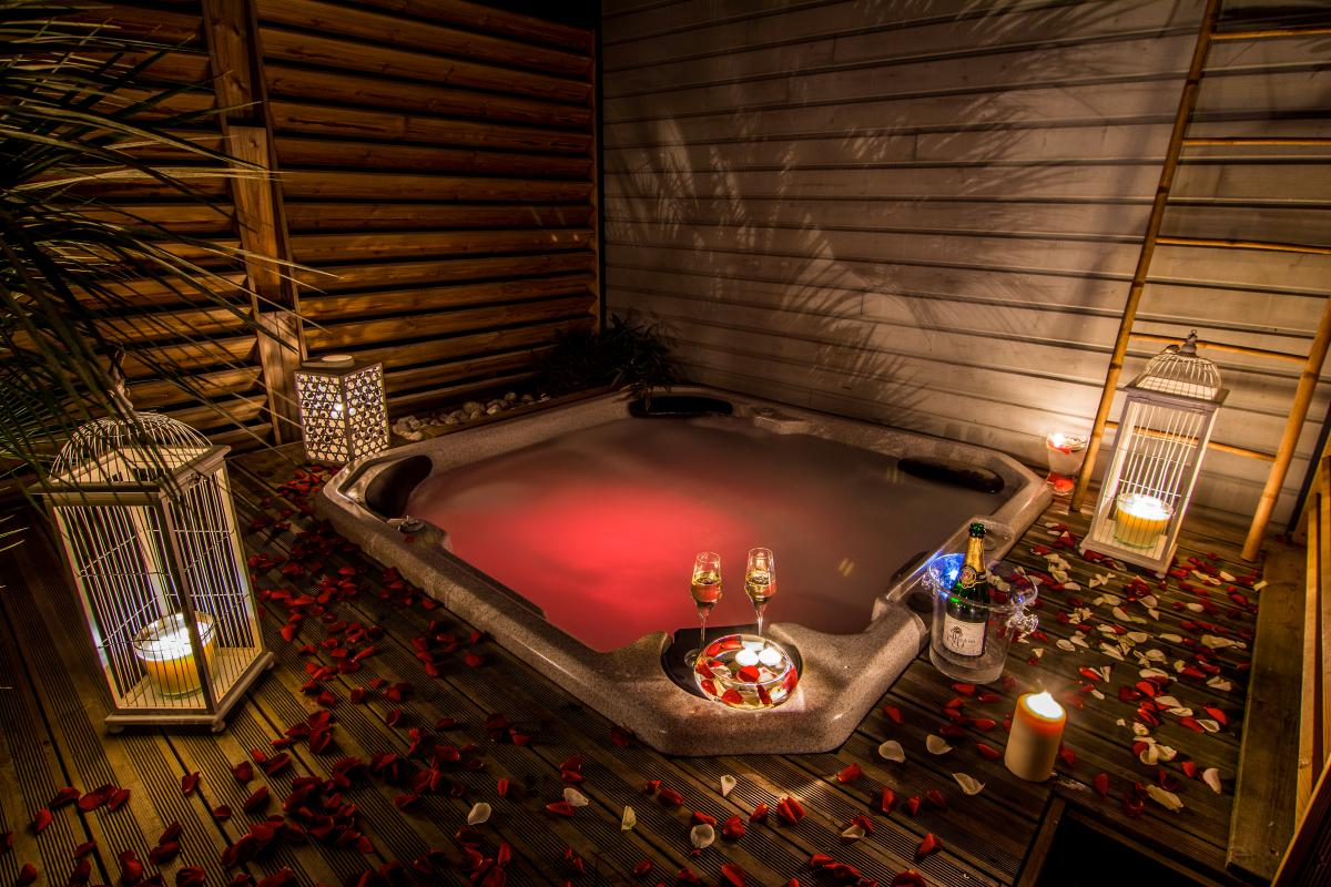 Location villa romantique biscarosse avec jacuzzi for Chambre de nuit romantique