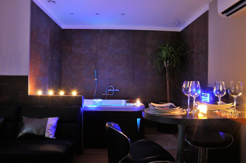Louer appartement romantique manduel pour deux avec jacuzzi et hammam int - Installation jacuzzi appartement ...
