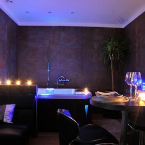 Appartement romantique pour deux avec jacuzzi et hammam, Manduel