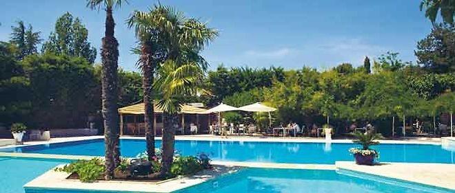 Maison design avec piscine privative et jardin aix en - Restaurant avec jardin aix en provence ...