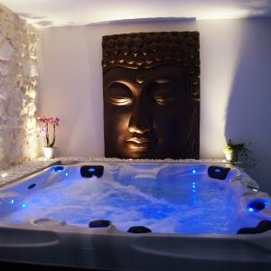Chambre romantique pour deux jacuzzi et sauna, Bourg St Andéol