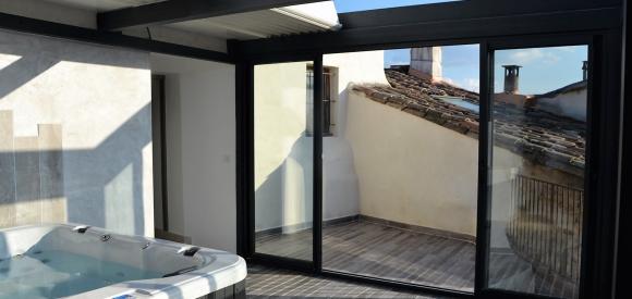 Nid d'amour avec Jacuzzi privé sur les toits de l'Isle sur la Sorgue, à proximité d'Avignon