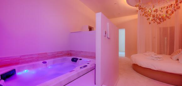 Loft avec spa 2 places privatif, au coeur d'Avignon