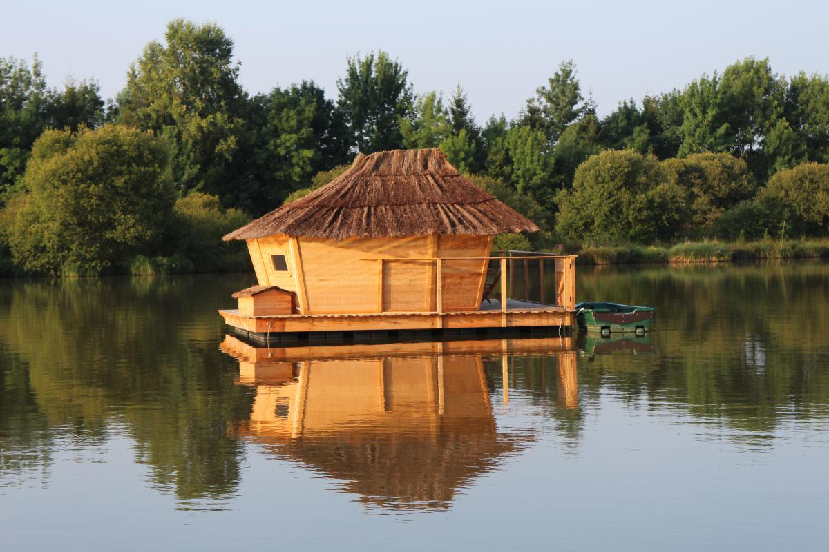 location cabane insolite sur l 39 eau pressac introuvable. Black Bedroom Furniture Sets. Home Design Ideas