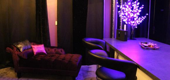 Gîte romantique avec jacuzzi, sauna, cheminée, Champagne à Perpignan