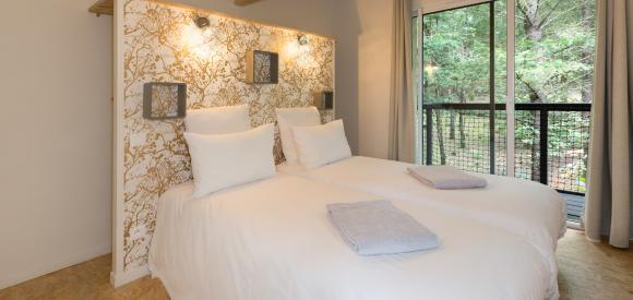 Cabane perchée romantique avec spa privatif, Aquitaine