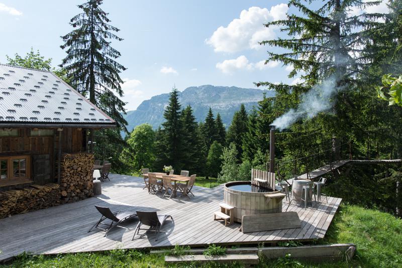 Louer un chalet de luxe avec bain norv gien annecy for Cabane dans les arbres avec salle de bain