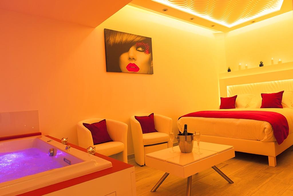 Hotel montpellier avec jacuzzi dans la chambre stunning chambre d hotel avec jacuzzi privatif for Hotel jacuzzi privatif lorraine