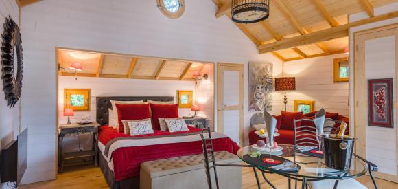 Cabane insolite pour deux avec spa et terrasse avec vue, Clairac