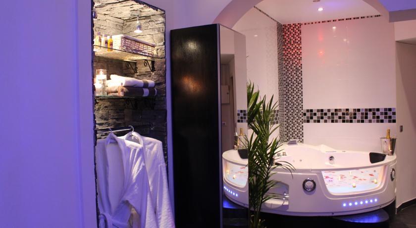 Suites Romantique Avec Jacuzzi Et Sauna Privatif En Plein Coeur De