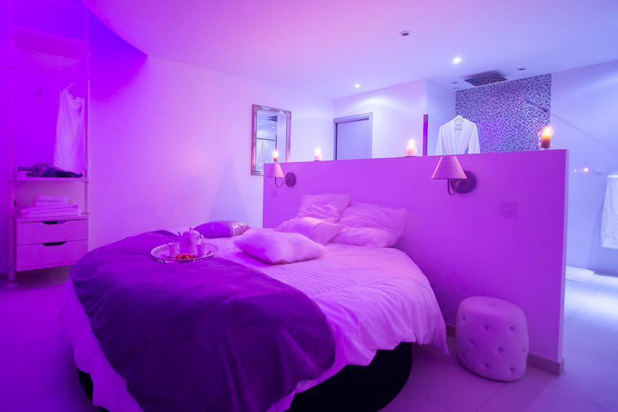 location loft romantique bordeaux pour deux personnes avec jacuzzi introuvable. Black Bedroom Furniture Sets. Home Design Ideas