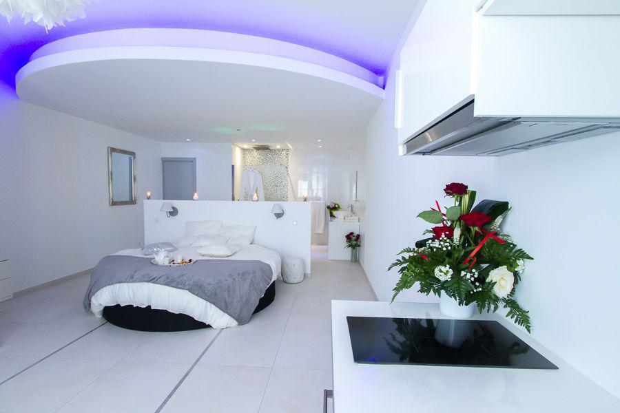 Location loft romantique bordeaux pour deux personnes avec jacuzzi introuvable - Location jacuzzi privatif dans chambre ...