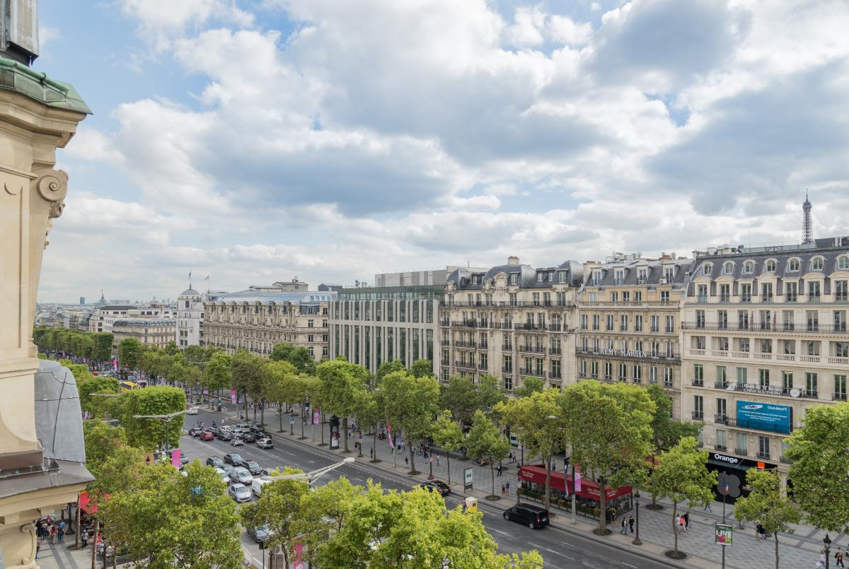 an introduction to the geography and architecture of the champs elysees Navigate the city paris is divided into two sections: the right bank and the left bank the right bank is more upscale and includes the louvre, tuileries, champs.