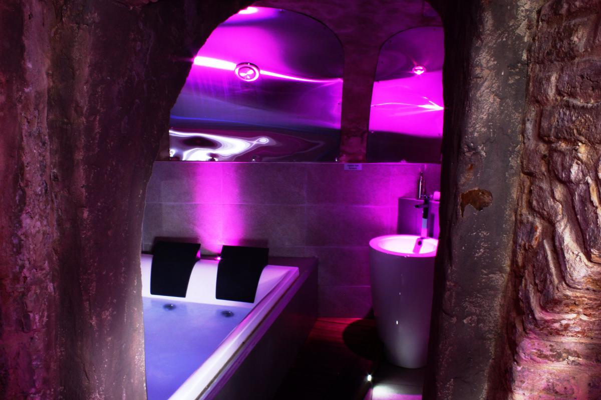 Location appartement citadin lille pour deux jacuzzi et for Chambre de luxe avec jacuzzi belgique