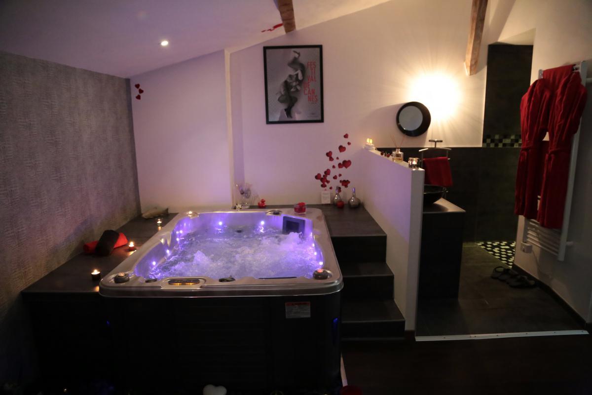 location chambre romantique chateuneuf sur is re pour deux avec jacuzzi introuvable. Black Bedroom Furniture Sets. Home Design Ideas