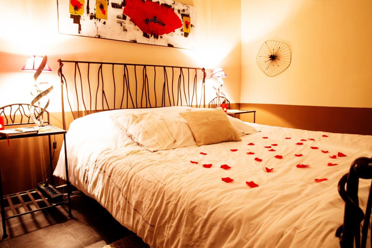 Louer chambre romantique plan d 39 orgon pour 2 jacuzzi et douche baln o introuvable for Chambre romantique paca