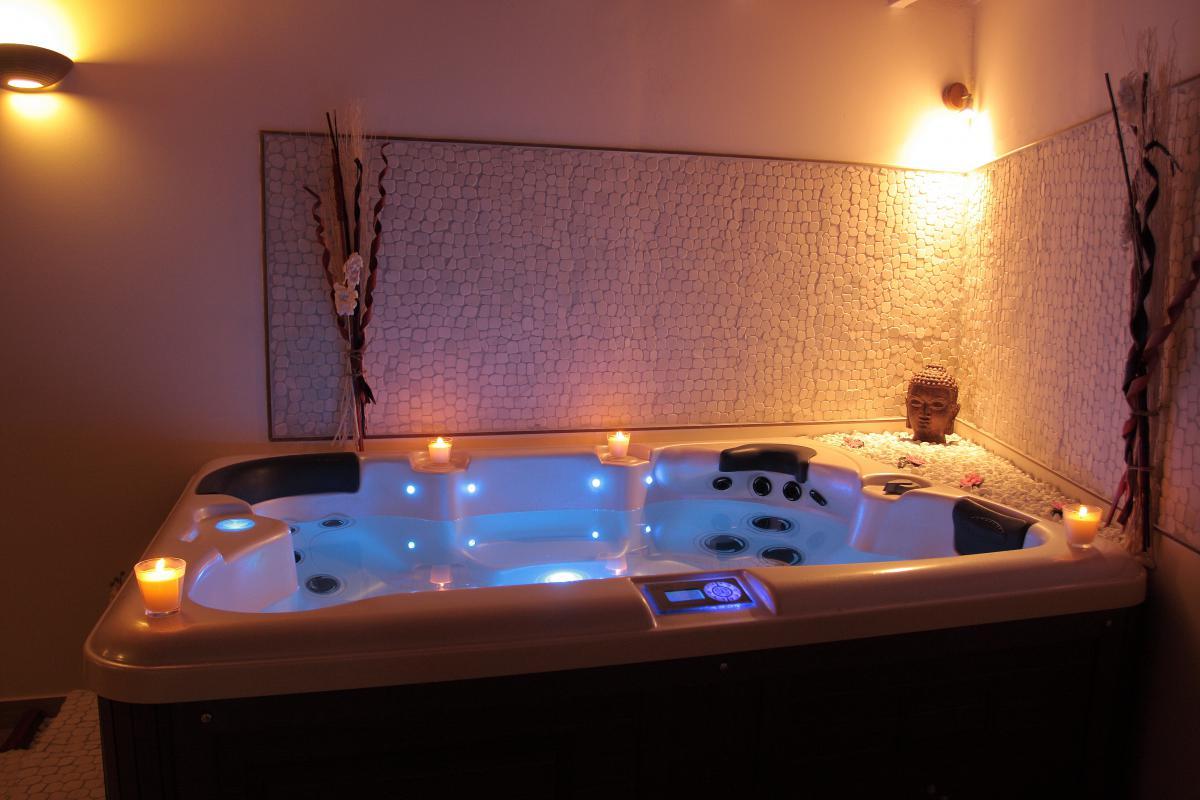 location romantique avec jacuzzi en camargue introuvable. Black Bedroom Furniture Sets. Home Design Ideas