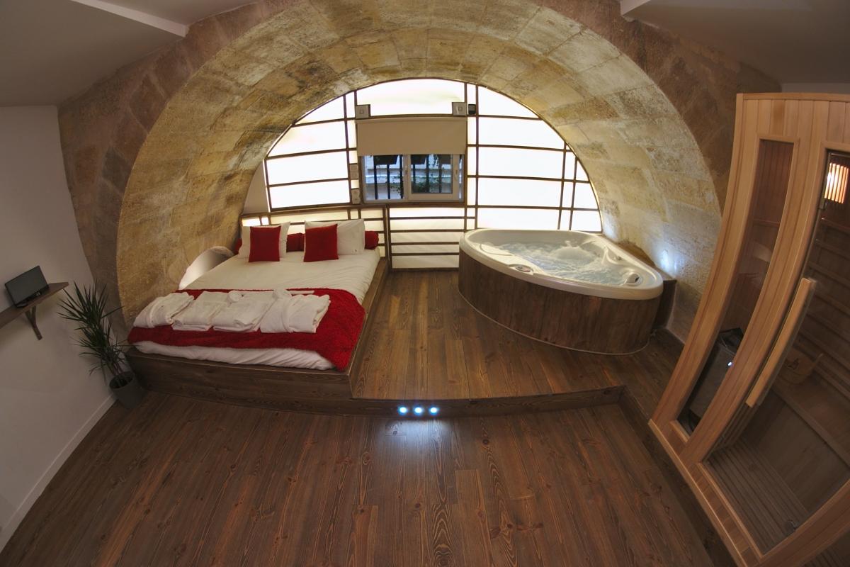 Loft avec spa privatif bordeaux centre introuvable for Loft bordeaux