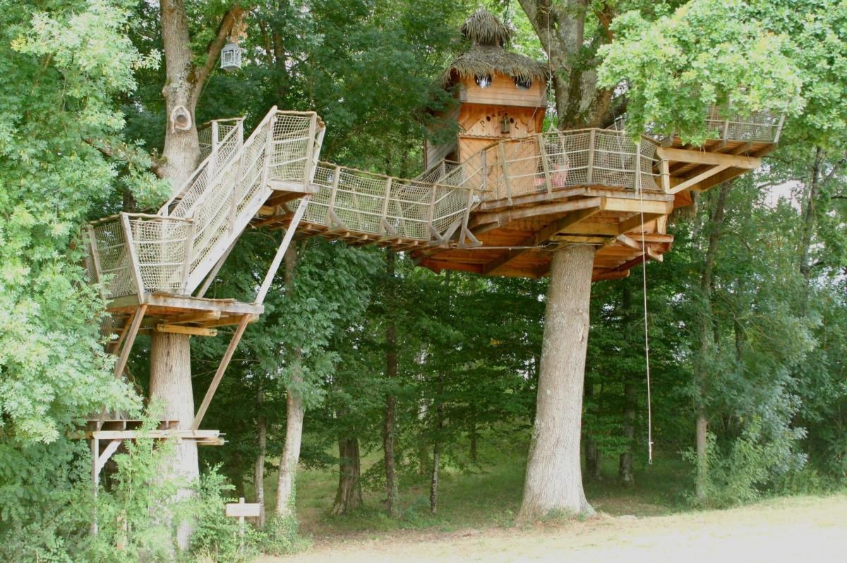 cabane dans un arbre perch e 8m proche bordeaux introuvable. Black Bedroom Furniture Sets. Home Design Ideas