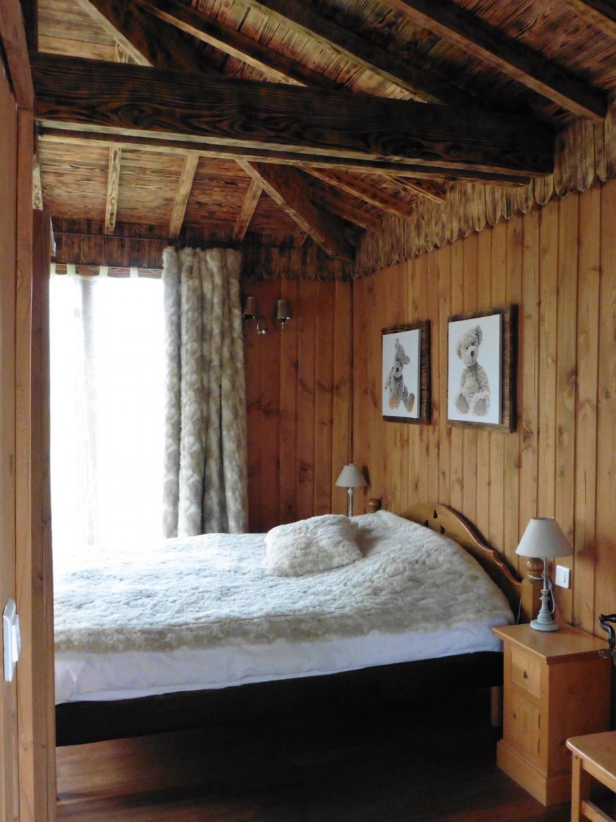 lit insolite dormir dans la nature dans un lit suspendu un lit insolite pour la chambre d. Black Bedroom Furniture Sets. Home Design Ideas
