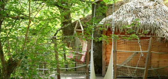 Cabane insolite dans les arbres, près de bordeaux