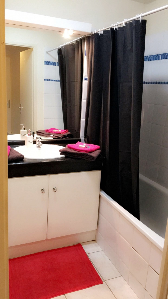 appartement avec jacuzzi privatif toulouse introuvable. Black Bedroom Furniture Sets. Home Design Ideas