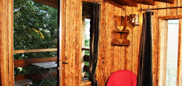 Cabane insolite perchée pour deux et terrasse, Essuiles
