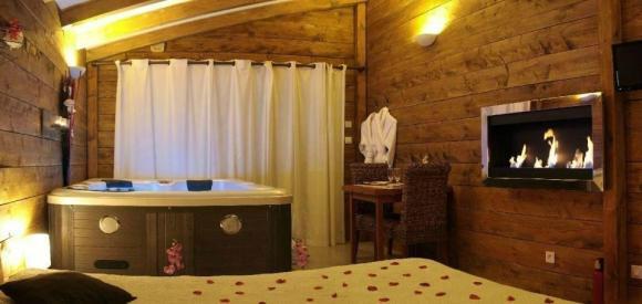Suite avec jacuzzi intérieur et cheminée, Beaucaire, Gard