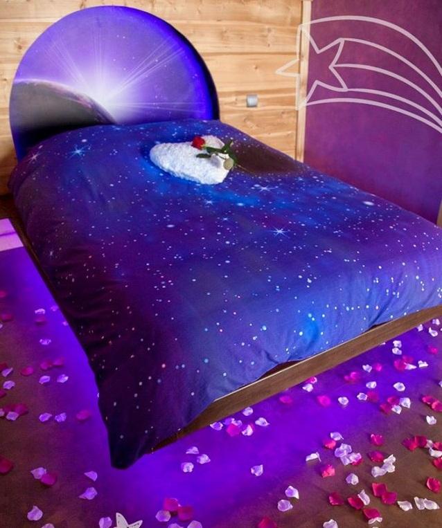 chambre romantique avec baignoire baln o et sauna au coeur des alpes introuvable. Black Bedroom Furniture Sets. Home Design Ideas