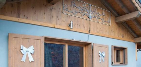 Chambre romantique avec Baignoire Balnéo et sauna, au coeur des Alpes