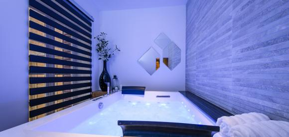 Suite luxueuse avec jacuzzi privatif, en plein centre de Lyon