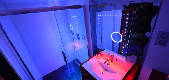 Suite glamour avec spa privatif et sauna, Dijon