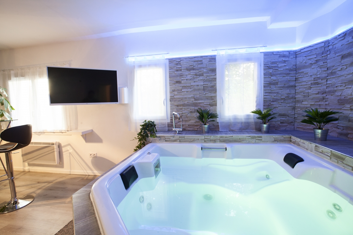 Suite avec jacuzzi priv pr s de montpellier introuvable for Hotel paris jacuzzi