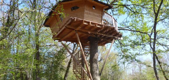 Cabane perchée à 7,5m de hauteur, Chalais