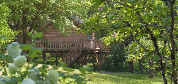 Cabane perchée avec jacuzzi privatif, sur la route des vins, proche Montbazillac