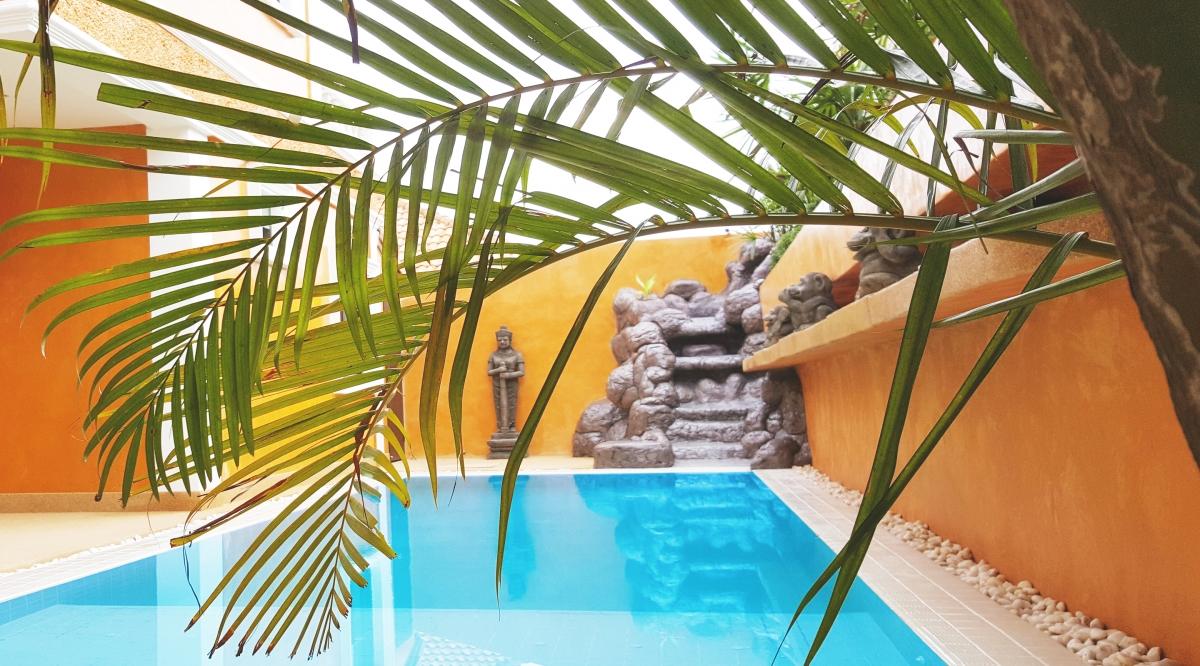 Villa de luxe avec jacuzzi et piscine priv pattaya en for Construction piscine avec jacuzzi