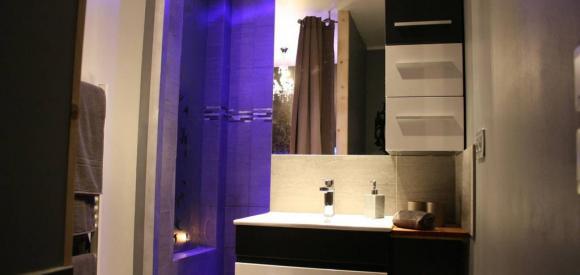 Appartement avec jacuzzi privatif et décoration romantique, au sud de Montpellier