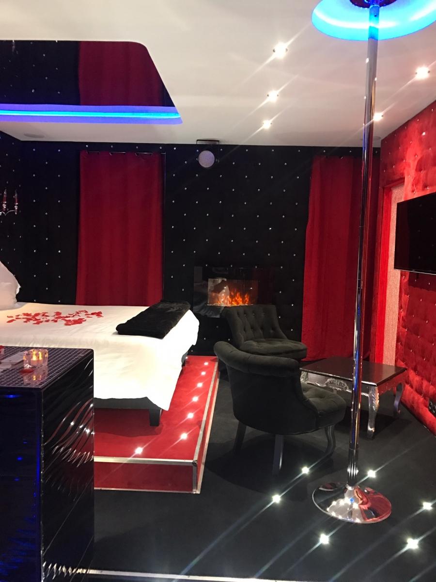 Suite cabaret avec spa privatif, Lyon - Introuvable