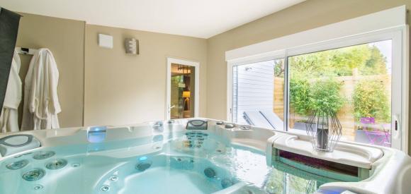 Suite de luxe : terrasse, jacuzzi privatif, proche de Caen