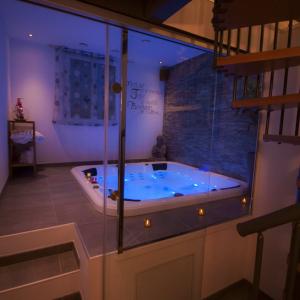 Chambre romantique avec jacuzzi privatif, proche Toulon