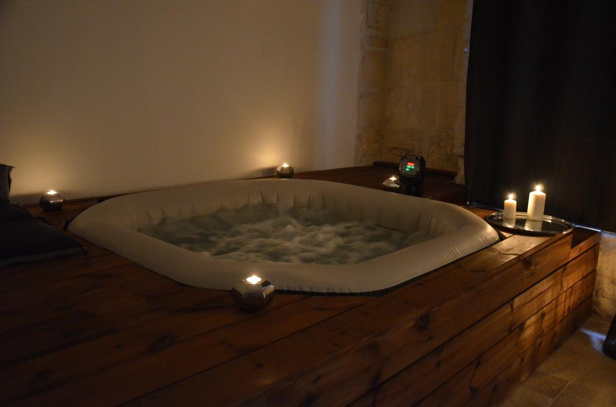 louez une chambre romantique proche de n mes 30000 introuvable. Black Bedroom Furniture Sets. Home Design Ideas