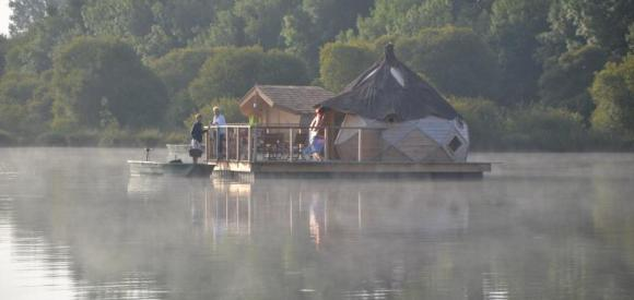 Cabane flottante insolite, Proche de Niort