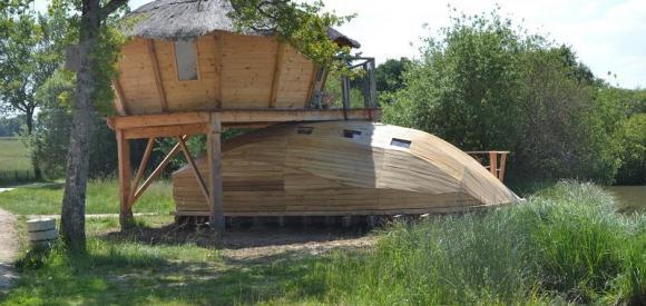 Cabane familiale sur pilotis avec vue imprenable sur le lac, Poitou-Charentes