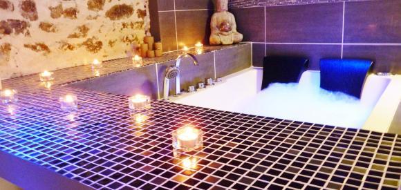 Suite Romantique avec jacuzzi et sauna privatif, proche de Lyon