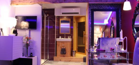 Chambre avec jacuzzi privé et sauna, près de Lyon