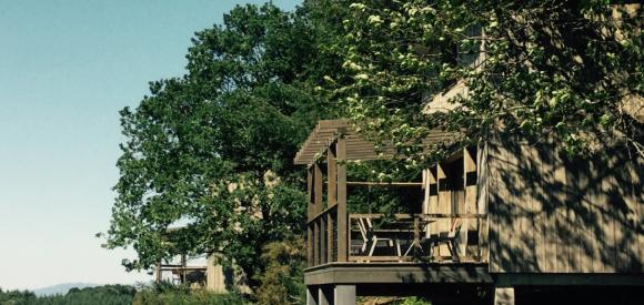 Cabane avec jacuzzi privatif au coeur de la nature, proche Brive