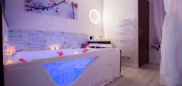 Suite de luxe avec jacuzzi et hammam privatifs au cœur du Castellet
