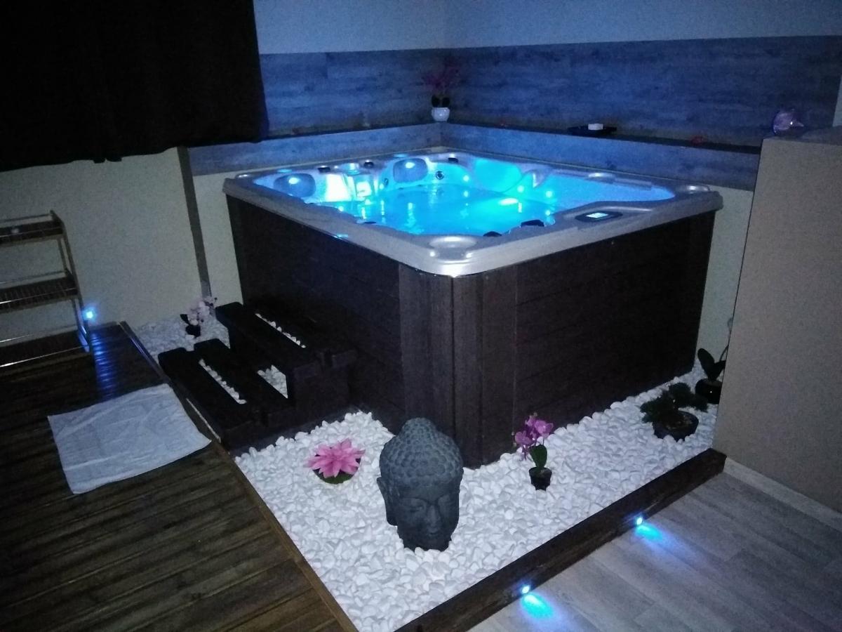 chambre zen spa priv et fauteuil massant beaucaire introuvable. Black Bedroom Furniture Sets. Home Design Ideas